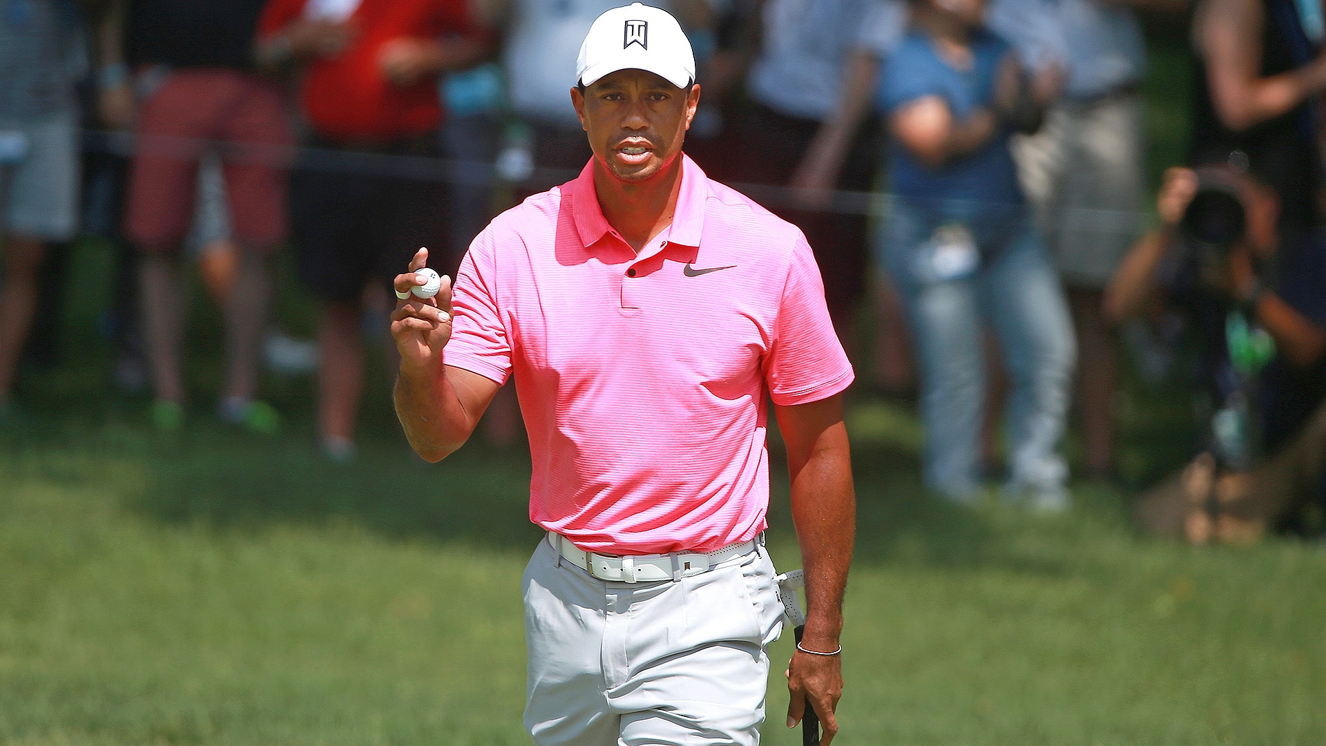 d0cdf8470 Watch  Tiger Woods stays hot in Round 3 at Memorial
