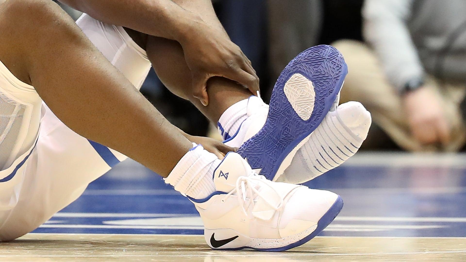 Watch: NBA's Zion Williamson breaks iron during golf ...