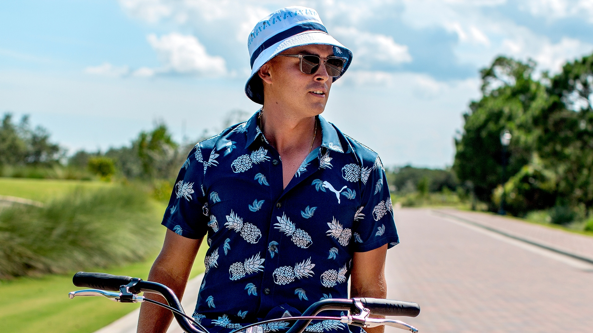 Rickie Fowler Sports Matching Pineapple Print Outfit Bucket Hat Golf Channel