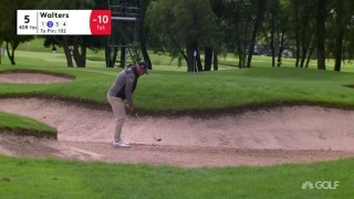 Walters makes smooth escape from the bunker at UK Championship