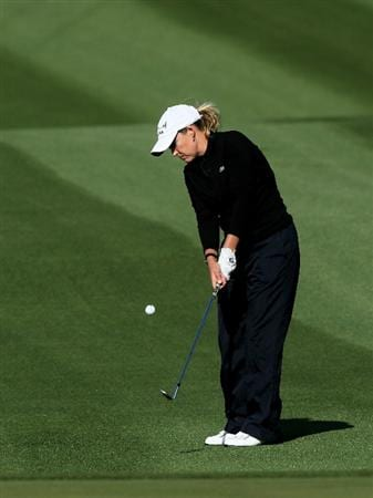 RANCHO MIRAGE, CA - APRIL 01:  Cristie Kerr pitches onto the green on the 12th hole during the first round of the Kraft Nabisco Championship at Mission Hills Country Club on April 1, 2010 in Rancho Mirage, California.  (Photo by Stephen Dunn/Getty Images)