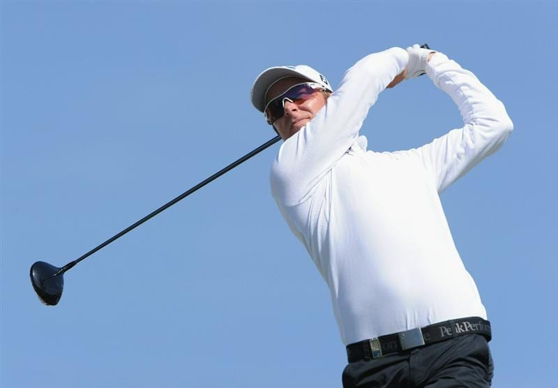 VILAMOURA, PORTUGAL - OCTOBER 17:  Mikko Ilonen of Finland plays his tee shot on the first hole during the final round of the Portugal Masters at the Oceanico Victoria Golf Course on October 17, 2010 in Vilamoura, Portugal.  (Photo by Stuart Franklin/Getty Images)