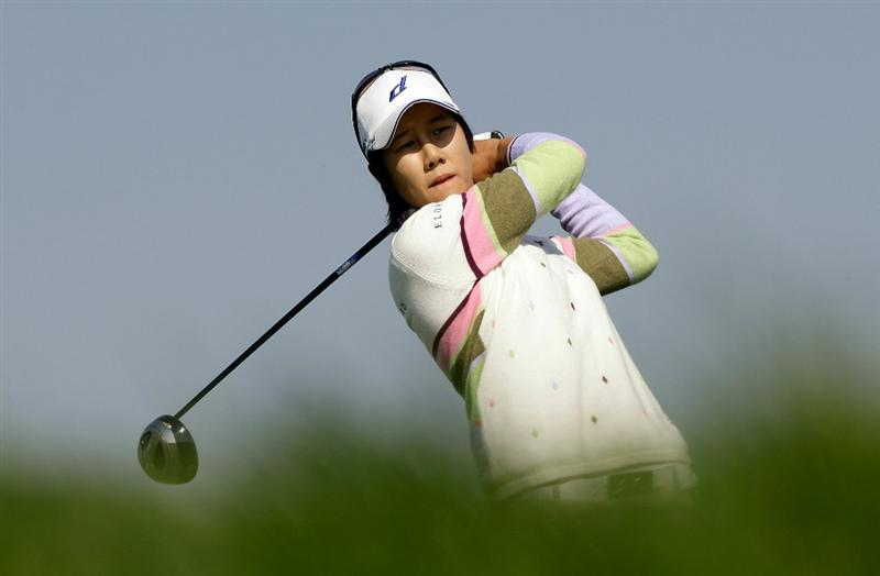 INCHEON, SOUTH KOREA - OCTOBER 30:  Kim Song-Hee of South Korea hits a tee shot on the 6th hole during the 2010 LPGA Hana Bank Championship at Sky 72 Golf Club on October 30, 2010 in Incheon, South Korea.  (Photo by Chung Sung-Jun/Getty Images)