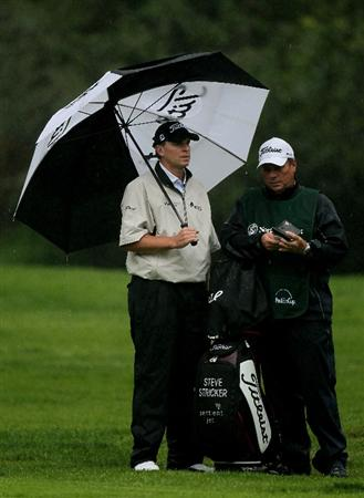 PACIFIC PALISADES, CA - FEBRUARY 05:  Steve Stricker holds an umbrella as he waits to hit his second shot on the 12th hole during the second round of the Northern Trust Open at Riveria Country Club on February 5, 2010 in Pacific Palisades, California.  (Photo by Stephen Dunn/Getty Images)