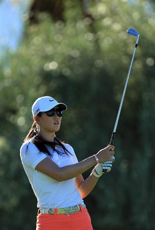 RANCHO MIRAGE, CA - MARCH 31:  Michelle Wie of the USA plays her tee shot at the par 3, 8th hole during the first round of the 2011 Kraft Nabisco Championship on the Dinah Shore Championship Course at the Mission Hills Country Club on March 31, 2011 in Rancho Mirage, California.  (Photo by David Cannon/Getty Images)