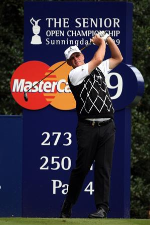 SUNNINGDALE, ENGLAND - JULY 23:  Sandy Lyle of Scotland tees off on the ninth hole during the first round of The Senior Open Championship presented by MasterCard held on the Old Course at Sunningdale Golf Club on July 23, 2009 in Sunningdale, England.  (Photo by Andrew Redington/Getty Images)