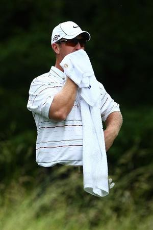 FARMINGDALE, NY - JUNE 22:  David Duval waits on the ninth tee during the continuation of the final round of the 109th U.S. Open on the Black Course at Bethpage State Park on June 22, 2009 in Farmingdale, New York.  (Photo by Chris McGrath/Getty Images)