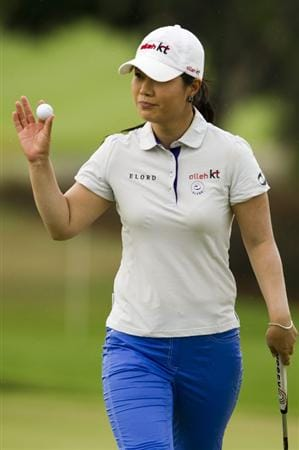 CHON BURI, THAILAND - FEBRUARY 20:  Meena Lee of South Korea acknowledges the crowd on the 8th green during round three of the Honda PTT LPGA Thailand at Siam Country Club on February 20, 2010 in Chon Buri, Thailand.  (Photo by Victor Fraile/Getty Images)