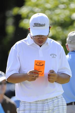 TULSA, OK - AUGUST 30:  Byeong-Hun An checks his scorecard during the Finals of the U.S. Amateur Golf Championship on August 30, 2009 at Southern Hills Country Club in Tulsa, Oklahoma.  (Photo by G. Newman Lowrance/Getty Images)