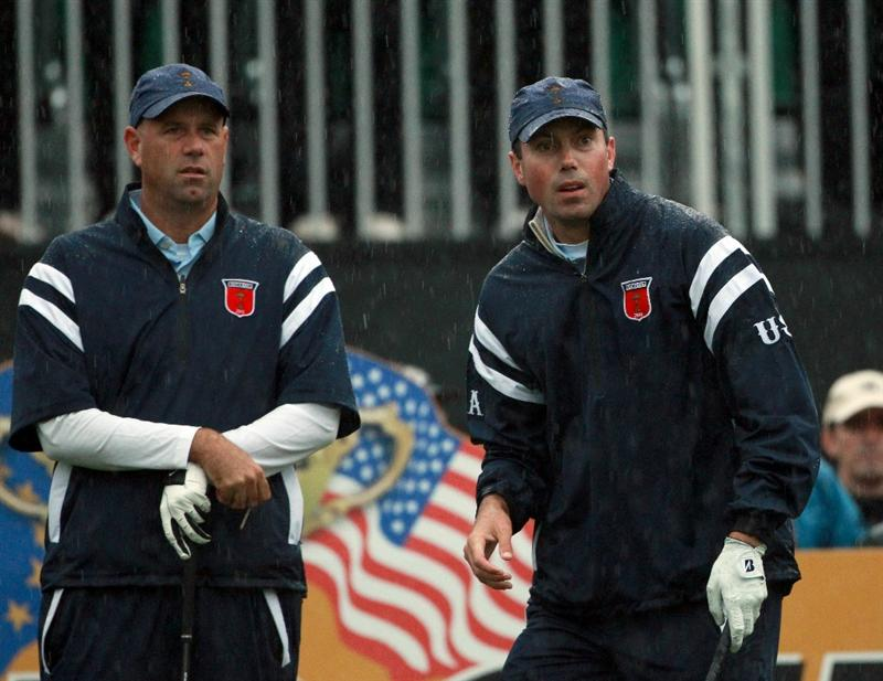 NEWPORT, WALES - OCTOBER 01:  Stewart Cink (L) and Matt Kuchar of the USA wait on the first hole during the Morning Fourball Matches during the 2010 Ryder Cup at the Celtic Manor Resort on October 1, 2010 in Newport, Wales.  (Photo by Andrew Redington/Getty Images)