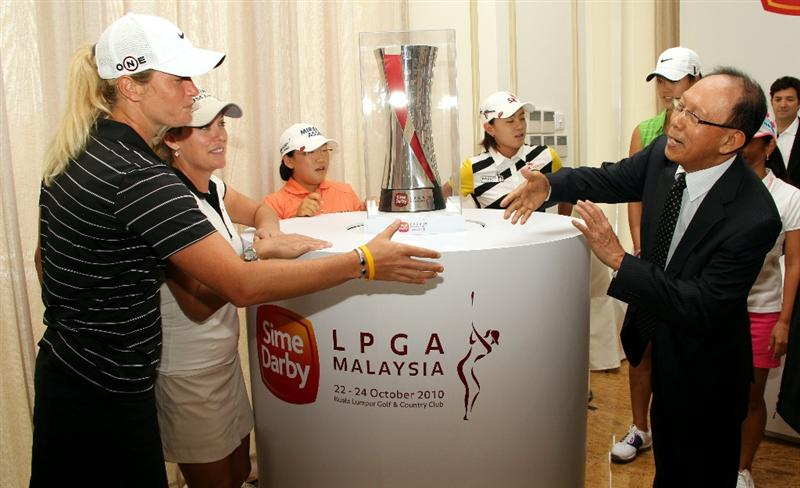 KUALA LUMPUR, MALAYSIA - OCTOBER 20 : Suzann Pettersen of Norway (L) shakes hands with the Chairman of Sime Darby Tun Musa Hitam (R) during the Sime Darby LPGA press conference on October 20, 2010 held at the Sime Darby Convention Centre in Kuala Lumpur, Malaysia.  (Photo by Stanley Chou/Getty Images)