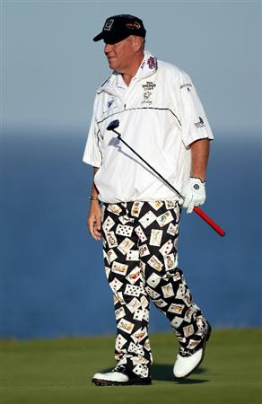 KINGSBARNS, SCOTLAND - OCTOBER 07:  John Daly of the USA on the 18th green during the first round of The Alfred Dunhill Links Championship at Kingsbarns Golf Links on October 7, 2010 in Kingsbarns, Scotland.  (Photo by Ross Kinnaird/Getty Images)