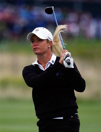 SUGAR GROVE, IL - AUGUST 21:  Suzann Pettersen of the European Team watches a shot on the first hole during the friday morning fourball matches at the 2009 Solheim Cup at Rich Harvest Farms on August 21, 2009 in Sugar Grove, Illinois.  (Photo by Scott Halleran/Getty Images)