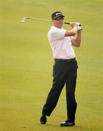 SHANGHAI, CHINA - NOVEMBER 07:  Robert Allenby of Australia hits his second shot on the first hole during the final round of the WGC- HSBC Champions at Sheshan International Golf Club on November 7, 2010 in Shanghai, China.  (Photo by Andrew Redington/Getty Images)