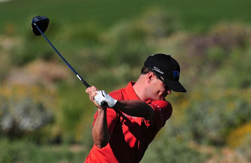 MARANA, AZ - FEBRUARY 26:  Zach Johnson of England hits his tee shot on the second hole during the second round of the Accenture Match Play Championship at the Ritz-Carlton Golf Club at Dove Mountain on February 26, 2009 in Marana, Arizona.  (Photo by Stuart Franklin/Getty Images)