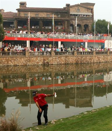 SHANGHAI, CHINA - NOVEMBER 08:  Joyti Randhawa of India prepares to play his forth shot on the 18th green during the final round of the WGC - HSBC Champions at Sheshan International Golf Club on November 8, 2009 in Shanghai, China.  (Photo by Ross Kinnaird/Getty Images)