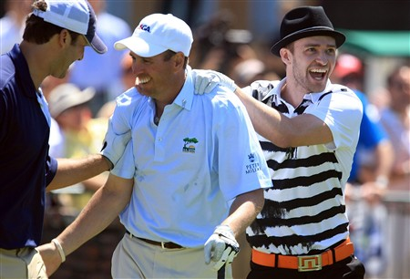 LA JOLLA, CA - JUNE 06:  NFL quarterback Tony Romo and Justin Timberlake congratulate amateur John Atkinson after his tee shot on the first hole during the Golf Digest U.S. Open Challenge at the Torrey Pines Golf Course on June 6, 2008 in La Jolla, California.  (Photo by Scott Halleran/Getty Images)