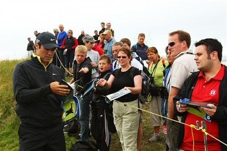 SOUTHPORT, UNITED KINGDOM - JULY 15:  Trevor Immelman of South Africa signs autographs during the second practice round of the 137th Open Championship on July 15, 2008 at Royal Birkdale Golf Club, Southport, England.  (Photo by Stuart Franklin/Getty Images)