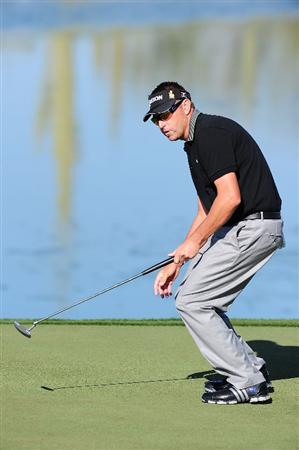 MARANA, AZ - FEBRUARY 18:  Robert Allenby of Australia reacts after putting on the third hole during round two of the Accenture Match Play Championship at the Ritz-Carlton Golf Club on February 18, 2010 in Marana, Arizona.  (Photo by Stuart Franklin/Getty Images)