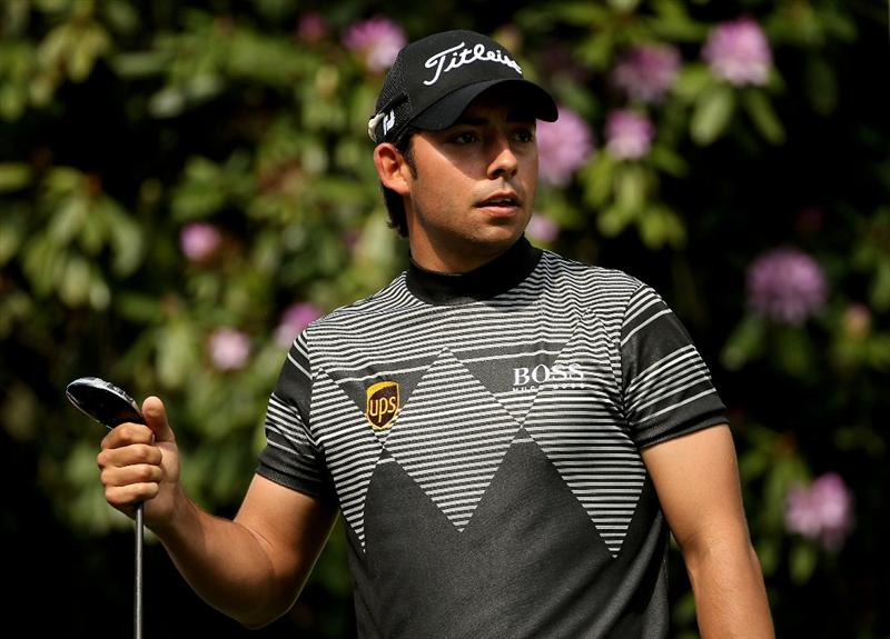 VIRGINIA WATER, ENGLAND - MAY 21:  Pablo Larrazabal of Spain watches his tee shot on the 7th hole during the second round of the BMW PGA Championship on the West Course at Wentworth on May 21, 2010 in Virginia Water, England.  (Photo by Andrew Redington/Getty Images)