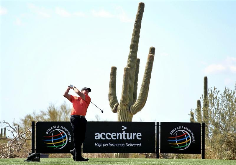 MARANA, AZ - FEBRUARY 24:  Phil Mickelson hits his tee shot on the fourth hole during the second round of the Accenture Match Play Championship at the Ritz-Carlton Golf Club on February 24, 2011 in Marana, Arizona.  (Photo by Andy Lyons/Getty Images)