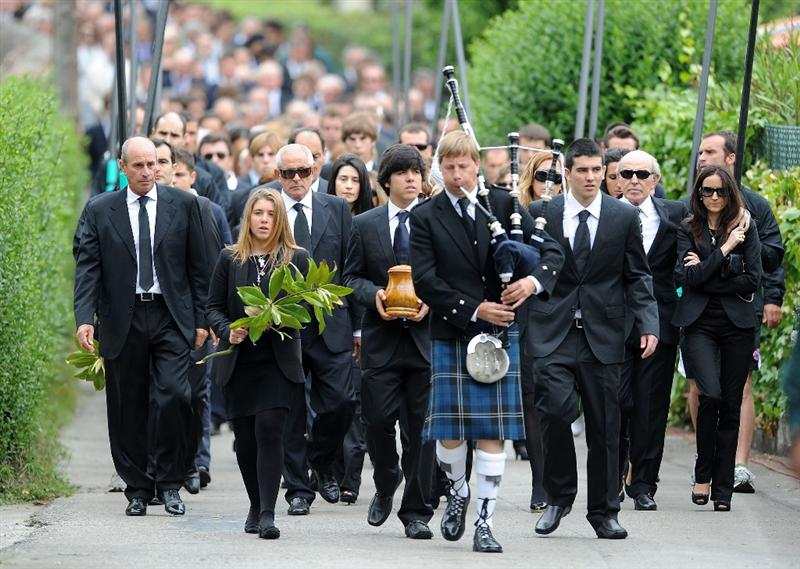 PEDRENA, SPAIN - MAY 11: Javier Ballesteros (C) carries the ashes of his father Seve Ballesteros besides his sister Carmen, during the funeral service held for legendary Spanish golfer on May 11, 2011 in Pedrena, Spain. Top-ranked golf players have joined family members and friends to pay their last respects to the late golf great, who died on May 7, 2011 from complications arising from a brain tumor, in his home town parish church.  (Photo by Denis Doyle/Getty Images)