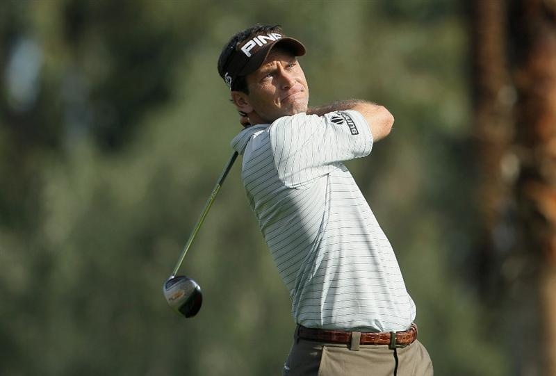 LA QUINTA, CA - JANUARY 19:  Mark Wilson hits a tee shot on the 18th hole during the first round of the Bob Hope Classic at the La Quinta Country Club on January 19, 2011 in La Quinta, California.  (Photo by Jeff Gross/Getty Images)