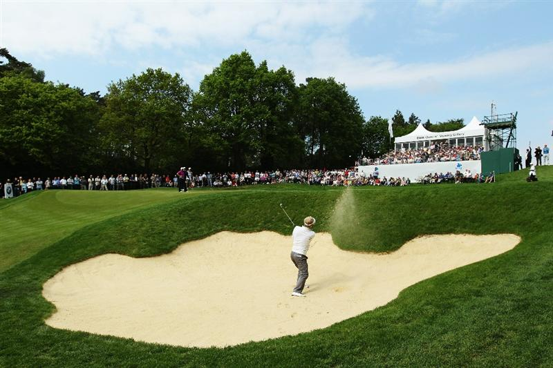 VIRGINIA WATER, ENGLAND - MAY 20:  Soren Kjeldsen of Denmark plays his second shot at the 14th hole during the first round of the BMW PGA Championship on the West Course at Wentworth on May 20, 2010 in Virginia Water, England.  (Photo by David Cannon/Getty Images)