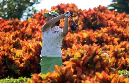 WEST PALM BEACH, FL - NOVEMBER 15:  Juli Inkster watches her tee shot on the 18th hole during the first round of the 2007 ADT Championship at the Trump International Golf Club on November 15, 2007 in West Palm Beach, Florida  (Photo by Scott Halleran/Getty Images)
