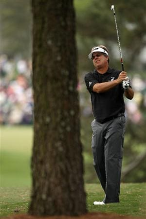 AUGUSTA, GA - APRIL 08:  Kenny Perry plays a shot on the first hole during the first round of the 2010 Masters Tournament at Augusta National Golf Club on April 8, 2010 in Augusta, Georgia.  (Photo by Andrew Redington/Getty Images)