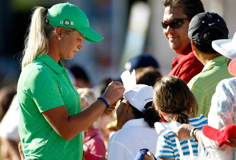 DANVILLE, CA - SEPTEMBER 25:  Suzann Pettersen of Sweden signs autographs for fans after the second round of the CVS/pharmacy LPGA Challenge at Blackhawk Country Club on September 25, 2009 in Danville, California.  (Photo by Jonathan Ferrey/Getty Images)