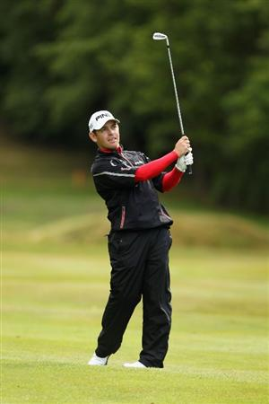 VIRGINIA WATER, ENGLAND - MAY 26:  Louis Oosthuizen of South Africa hits an approach shot on the 16th hole during the first round of the BMW PGA Championship at Wentworth Club on May 26, 2011 in Virginia Water, England.  (Photo by Ian Walton/Getty Images)