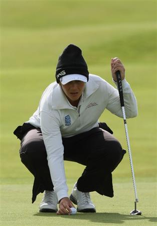 LYTHAM ST ANNES, ENGLAND - JULY 30:  Angela Stanford of USA lines up a putt on the 4th green during the first round of the 2009 Ricoh Women's British Open Championship held at Royal Lytham St Annes Golf Club, on July 30, 2009 in  Lytham St Annes, England.  (Photo by David Cannon/Getty Images)