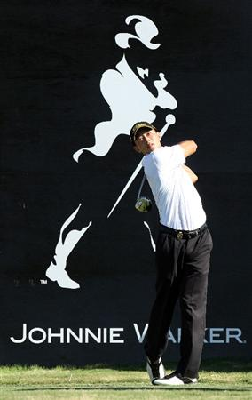 PERTH, AUSTRALIA - FEBRUARY 19:  Anthony Kang of the USA drives at the 18th hole during the first round of the 2009 Johnnie Walker Classic tournament at the Vines Resort and Country Club, on February 19, 2009, in Perth, Australia  (Photo by David Cannon/Getty Images)