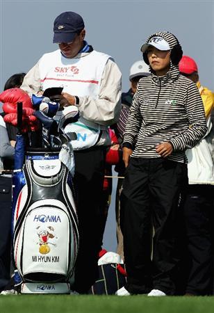INCHEON, SOUTH KOREA - NOVEMBER 01:  Mi-Hyun Kim of South Korea on the 8th hole during round two of the Hana Bank KOLON Championship at Sky72 Golf Club on November 1, 2008 in Incheon, South Korea.  (Photo by Chung Sung-Jun/Getty Images)