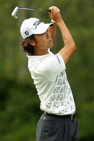 NORTON, MA - SEPTEMBER 03:  Kevin Na hits a shot on the 10th hole during the first round of the Deutsche Bank Championship at TPC Boston on September 3, 2010 in Norton, Massachusetts.  (Photo by Mike Ehrmann/Getty Images)