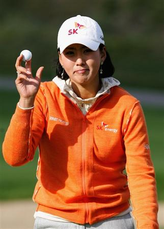 INCHEON, SOUTH KOREA - NOVEMBER 01:  Jin Joo Hong of South Korea reacts after her putt  on the 9th hole during round two of the Hana Bank KOLON Championship at Sky72 Golf Club on November 1, 2008 in Incheon, South Korea.  (Photo by Chung Sung-Jun/Getty Images)