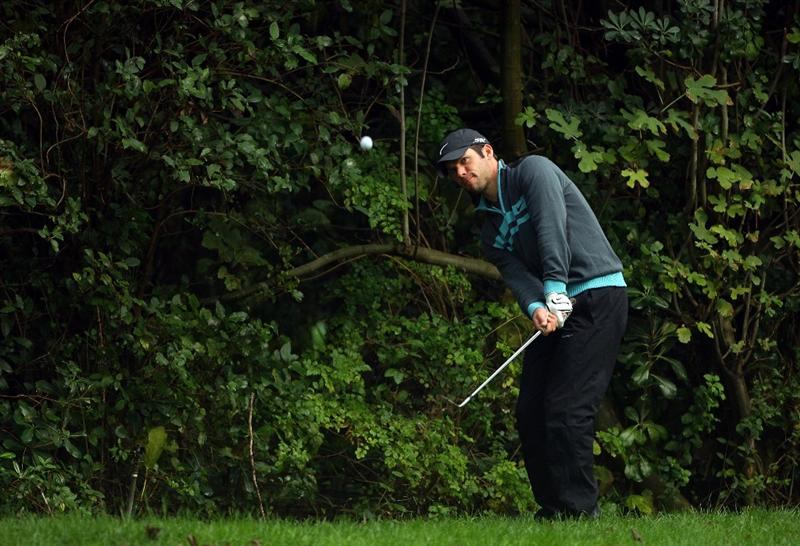 SOTOGRANDE, SPAIN - NOVEMBER 02:  Paul Casey of England plays a chip shot on the 16th hole during the third round of the Volvo Masters at Valderrama Golf Club on November 2, 2008 in Sotogrande, Spain.  (Photo by Andrew Redington/Getty Images)