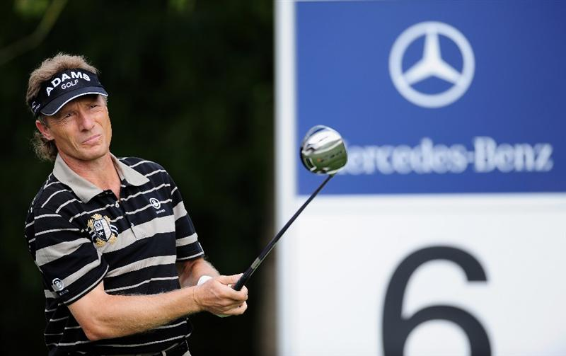COLOGNE, GERMANY - SEPTEMBER 11:  Bernhard Langer of Germany plays his tee shot on the sixth hole during the second round of The Mercedes-Benz Championship at The Gut Larchenhof Golf Club on September 11, 2009 in Cologne, Germany.  (Photo by Stuart Franklin/Getty Images)