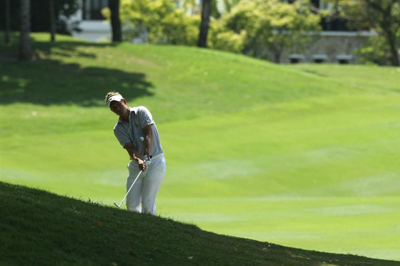 KUALA LUMPUR, MALAYSIA - OCTOBER 31: Luke Donald of USA chips shot on the 3rd holeduring day four of the CIMB Asia Pacific Classic at The MINES Resort & Golf Club on October 31, 2010 in Kuala Lumpur, Malaysia. (Photo by Stanley Chou/Getty Images)