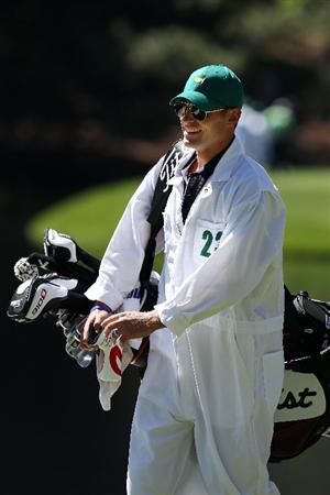 AUGUSTA, GA - APRIL 06:  Andy Roddick caddies for Zach Johnson during the Par 3 Contest prior to the 2011 Masters Tournament at Augusta National Golf Club on April 6, 2011 in Augusta, Georgia.  (Photo by Andrew Redington/Getty Images)