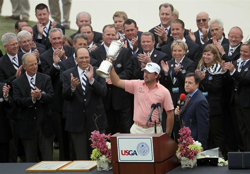 PEBBLE BEACH, CA - JUNE 20:  Graeme McDowell (R) of Northern Ireland celebrates with the trophy on the 18th green as Bob Costas of NBC Sports looks on after winning the 110th U.S. Open at Pebble Beach Golf Links on June 20, 2010 in Pebble Beach, California.  (Photo by Stephen Dunn/Getty Images)