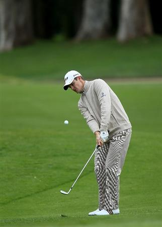 PACIFIC PALISADES, CA - FEBRUARY 19:  Justin Rose of England pitches to the green on the 11th hole during round three of the Northern Trust Open at Riviera Country Club on February 19, 2011 in Pacific Palisades, California.  (Photo by Stephen Dunn/Getty Images)