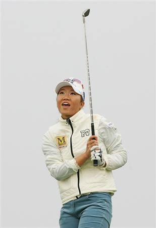 INCHEON, SOUTH KOREA - OCTOBER 31:  Ji-Young Oh of South Korea hits a shot on the 2nd hole during round two of Hana Bank Kolon Championship at Sky 72 Golf Club on October 31, 2009 in Incheon, South Korea.  (Photo by Chung Sung-Jun/Getty Images)