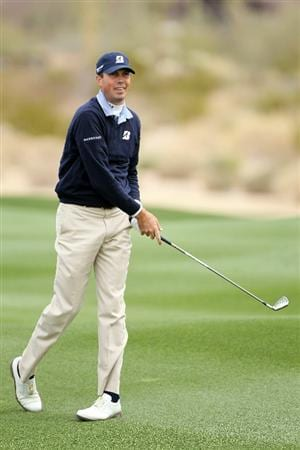 MARANA, AZ - FEBRUARY 26:  Matt Kuchar reacts to his second shot on the second hole during the semifinal round of the Accenture Match Play Championship at the Ritz-Carlton Golf Club on February 26, 2011 in Marana, Arizona.  (Photo by Andy Lyons/Getty Images)