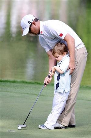AUGUSTA, GA - APRIL 06:  Zach Johnson putts with his son during the Par 3 Contest prior to the 2011 Masters Tournament at Augusta National Golf Club on April 6, 2011 in Augusta, Georgia.  (Photo by Harry How/Getty Images)
