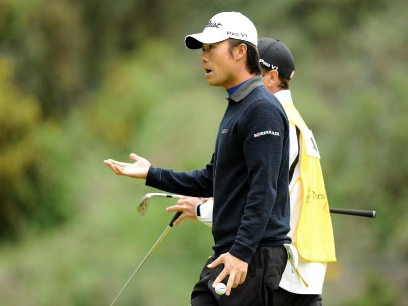PACIFIC PALISADES, CA - FEBRUARY 18:  Kevin Na reacts to his bogie on the eighth green during the second round of the Northern Trust Open at the Riviera Country Club on February 18, 2011 in Pacific Palisades, California.  (Photo by Harry How/Getty Images)