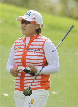 CITY OF INDUSTRY, CA - MARCH 25:  Jiyai Shin of South Korea watches a shot on the 12th hole during the second round of the Kia Classic on March 25, 2011 at the Industry Hills Golf Club in the City of Industry, California.  (Photo by Scott Halleran/Getty Images)