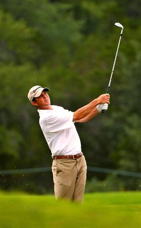 SAN ANTONIO, TX. - MAY 16: Jonathan Kaye hits his approach shot to the 16th green during the third round of the Valero Texas Open held at La Cantera Golf Club on May 16, 2009 in San Antonio, Texas.  (Photo by Marc Feldman/Getty Images)