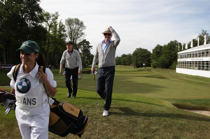 VIRGINIA WATER, ENGLAND - MAY 25:  Bruce Forsyth, Chris Evans with wife Natasha Shishmanian during the Pro-Am round prior to the BMW PGA Championship at Wentworth Club on May 25, 2011 in Virginia Water, England.  (Photo by David Cannon/Getty Images)